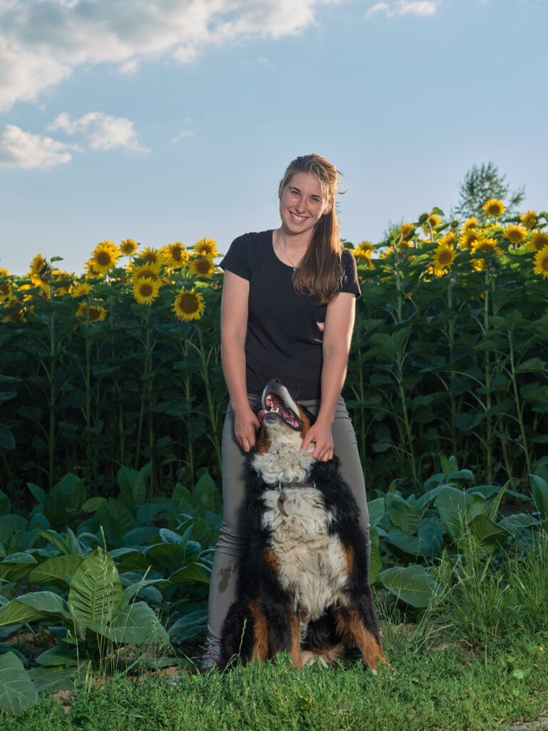Blomberghof Tina Stoll Portrait mit Hund
